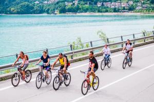giro del lago 2015 - passaggio ciclisti